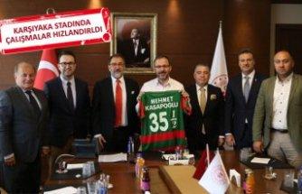 Karşıyaka'da Bakan Kasapoğlu'yla stat zirvesi