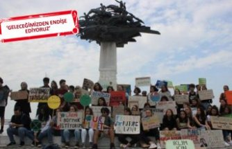 Liseli öğrenciler Gündoğdu Meydanı'nda 'İklim Grevi' yaptı