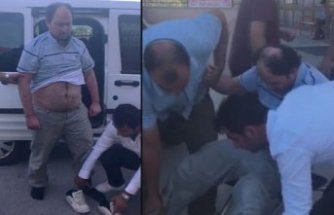 Yakalanınca şoka giren FETÖ imamını polisler taşıdı