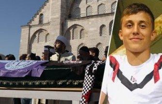 Bıçaklı saldırıda ölen genç milli futbolcu Mert son yolculuğuna uğurlandı