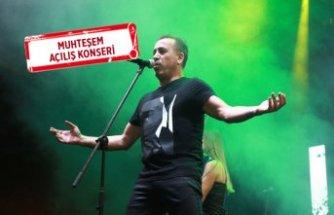 Haluk Levent, Hilltown Karşıyaka'da konser verdi