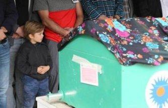 6 yaşındaki Mustafa Kemal, annesinin cenaze namazında saf tuttu