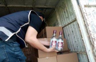 İzmir'de 2 bin 97 şişe sahte içki ele geçirildi!