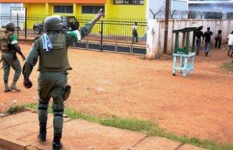 Kamerun'da Türk vatandaşlarına sokağa çıkmama uyarısı