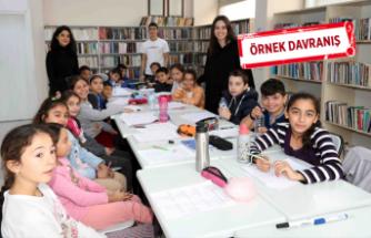 Liseli öğrenciler Bayraklı'da matematik öğretiyor