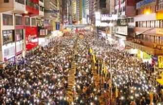 Hong Kong'da geniş katılımlı yürüyüş