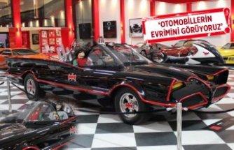 Klasik otomobil müzesinde sergilenen imzalı 'Batmobile', filmi yaşatıyor