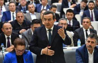 Meclis Toplantısında 'Gökdelen' tartışması