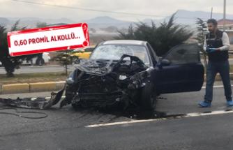 Otomobil durakta bekleyen yolculara çarptı:  3 kişi can verdi!