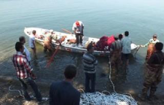 İznik Gölü'ne Giren Lise Öğrencisi Kayboldu