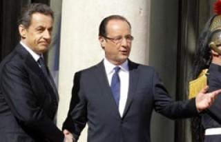 Hollande Resmen Fransa Cumhurbaşkanı