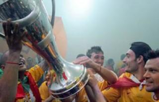 Şampiyon Zirvede, Fenerbahçe Dipte