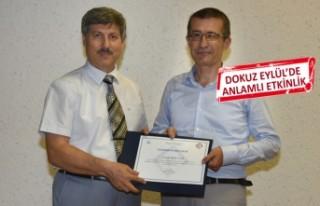 Profesör Uyar'dan, İzmir'in kurtuluşuna...