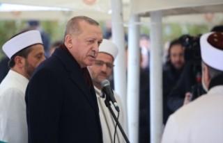 Erdoğan, Pakistan dönüşünde gazetecilerin sorularını...