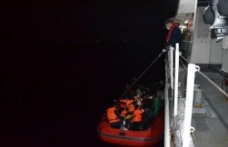 İzmir'de 77 sığınmacı kurtarıldı