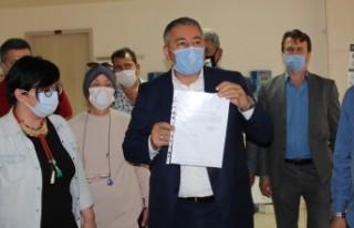 AK Parti Menemen İlçe Başkanı Çelik mazbatasını...