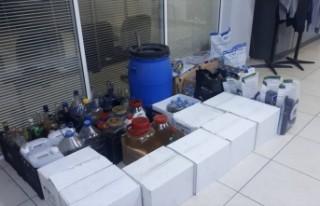 İzmir Foça'da 198 litre etil alkol ele geçirildi