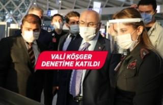 İzmir Valisi Köşger havalimanında Kovid-19 denetimine...
