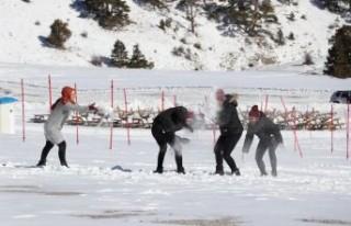 Denizli Kayak Merkezi'nde kar sevinci
