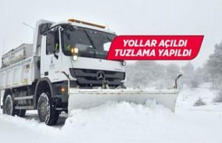 İzmir Büyükşehir Belediyesi ekipleri kapanan yolları...