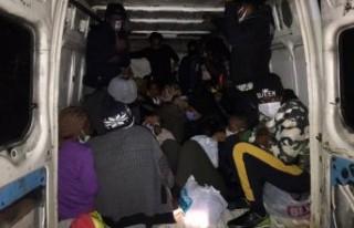 İzmir'de 25 sığınmacı yakalandı