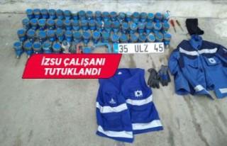 İzmir'de İZSU çalışanının su sayaçlarını...