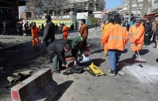 Kabil'de polis araçlarına bombalı saldırılar:...
