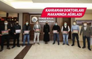 Rektör Hotar kahraman doktorları ağırladı