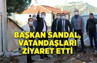 Başkan Sandal, sel felaketinden etkilenen vatandaşları...