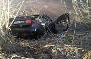 Çaya uçan otomobilin sürücüsü öldü