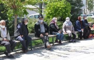 65 yaş üstü vatandaşlara yeniden kısıtlama