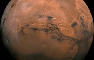 Bilim insanları tespit etti: Mars uzaya 'su...