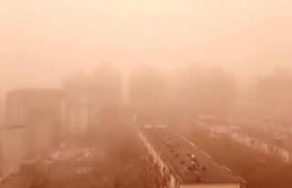 Çin'in başkenti Pekin'i kum fırtınası vurdu