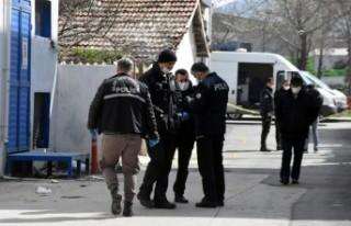 İzmir'de iki kardeş husumetlilerini vurdu:1'i...