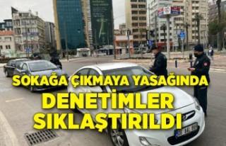 İzmir'de sokağa çıkma kısıtlaması denetimleri...