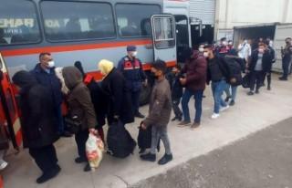 91 kaçak göçmen Göç İdaresi'ne teslim edildi