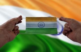 Hindistan'da son 24 saatte 152 bin 879 yeni vaka