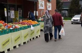 'Kısıtlamada market poşetli gezinti'...