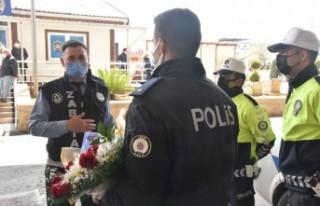 Torbalı'da zabıta, Polis Haftası'nı sürprizle...