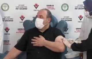 Yerli aşı gönüllüsü Bakan Varank aşı oldu