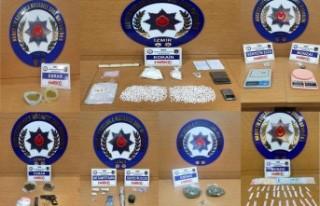 İzmir'de uyuşturucu operasyonlarında 15 kişi...