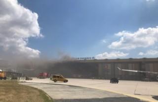 Atatürk Havalimanı'nda uçak bakım hangarında...