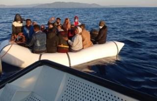 Dikili'de 35 kaçak göçmen kurtarıldı