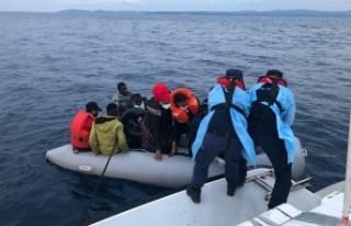 İzmir'de 55 kaçak göçmen kurtarıldı