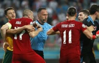 Türkiye-Galler maçının son anlarında saha karıştı