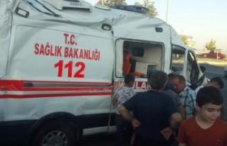 Ambulans kaza yaptı: 1 ölü, 5 yaralı
