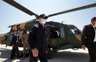 Bakan Akar'ın bulunduğu uçak 'acil iniş'...