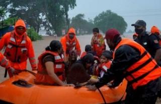 Hindistan'da sel felaketi kötüleşiyor: Ölü...