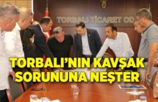 İzmir'i Denizli ve Aydın'a bağlayan yola uçan...