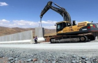 Kaçak geçişler için beton duvar örülüyor